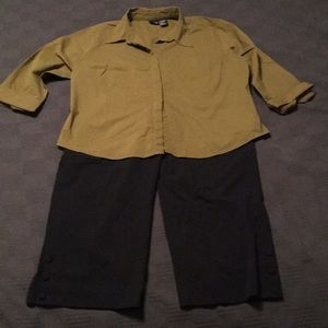 Women's Mossimo Capri pant and blouse outfit